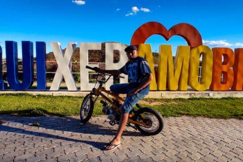 Veja o vídeo: Peças de sucata viraram uma bike motorizada nas mão de um mecânico da cidade de Quixeramobim