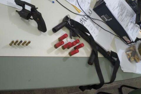 Suspeitos de tentativa de homicídio são presos com armas em Ibicuitinga