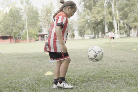Aos 8 anos, jogadora argentina supera Neymar e Messi e acerta contrato com a Nike