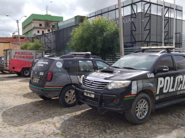 Polícia realiza prisão de indivíduos e recuperação de moto roubada em Banabuiú